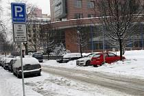 U Žerotínovy ulice i na parkovištích za nákupním centrem Albert poblíž ulice 30. dubna se tento týden objevily značky, které řadu motoristů nepotěšily.