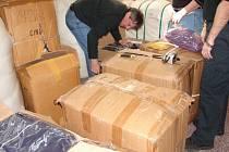 Sklad oblečení, které bude po úpravě sloužit při humanitární pomoci