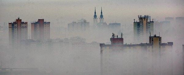 Letní smog vOstravě. Snímek zroku 2011.