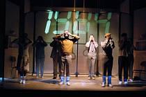 Ze scénického provedení Orwellova románu 1984 v ostravském Divadle Petra Bezruče