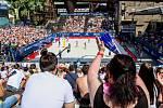 Semifinále žen Brazílie - Nizozemsko. FIVB Světové série v plážovém volejbalu J&T Banka Ostrava Beach Open, 2. června 2019 v Ostravě. Na snímku fanoušci.
