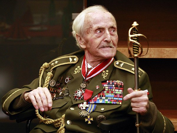 Generál Mikuláš Končický, nositel Řádu Bílého lva a držitel tří Československých válečných křížů 1939.