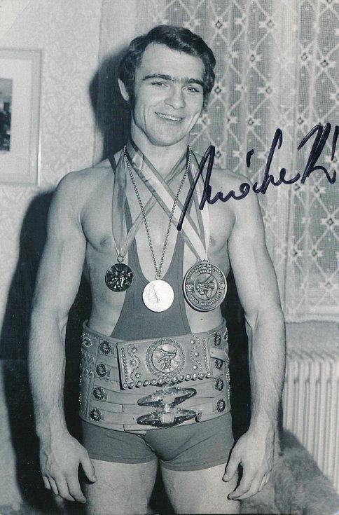 S medailemi a vítězným pásem z mistrovství světa 1974 v Katovicích.
