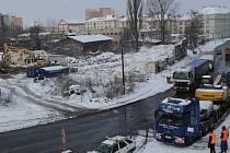 Staré domy na ulici Cihelní byly v těchto dnech srovnány se zemí. Jejich místem povede dálniční přivaděč zvaný Prodloužená Místecká.