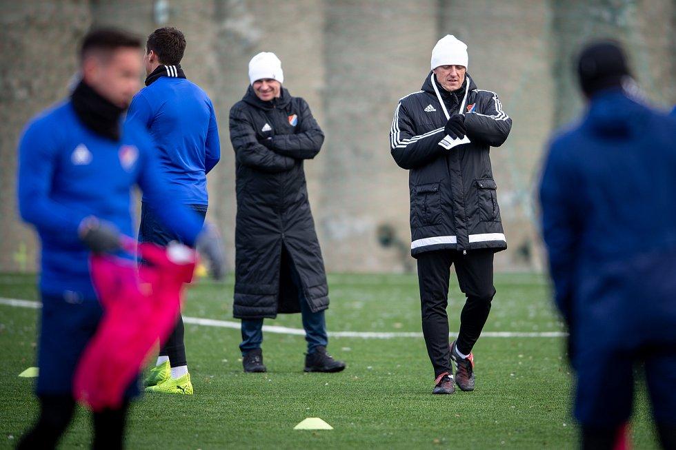 První trénink Baníku pod novým trenérem, 6. ledna 2020 v Ostravě. Na snímku trenér Baníku Ostrava (vpravo) Luboš Kozel a Radek Slončík.