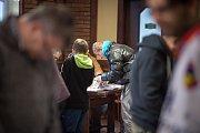 Sběratelé hokejových karet se sešli v restauraci Na Plynární, 8. prosince 2018 v Ostravě.