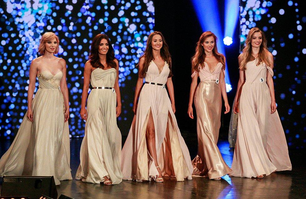 Vyhlášení české Miss 2018 v Gongu.Zleva Amálie Sloupenská, Aneta Mitušinová, Nikola Bechyňová, Jana Šišková, Tereza Křivánková