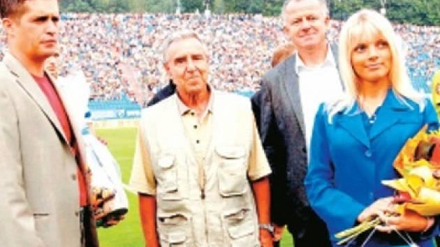František Valošek (uprostřed)