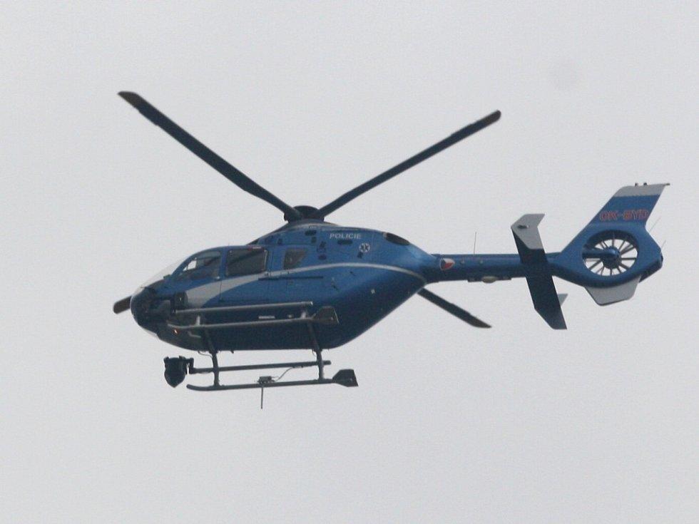 Policejní vrtulník monituruje situaci nad Ostravou