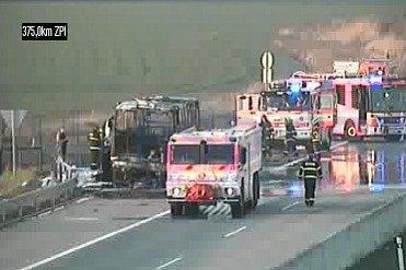 Zásah hasičů upožáru autobusu na dálnici D1 za Bohumínem.