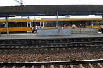 Na koleje dnes vyjel první žlutý expres RegioJet společnosti Student Agency. Zatím jen k propagaci. Cestující sveze až koncem září.