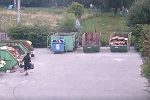 Kamerový záznam z vloupání do sběrného dvora v Ostravě, červenec 2021.