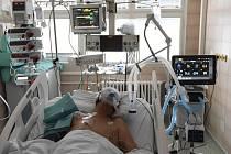 Pacient s koronavirem na JIP. ilustrační foto.
