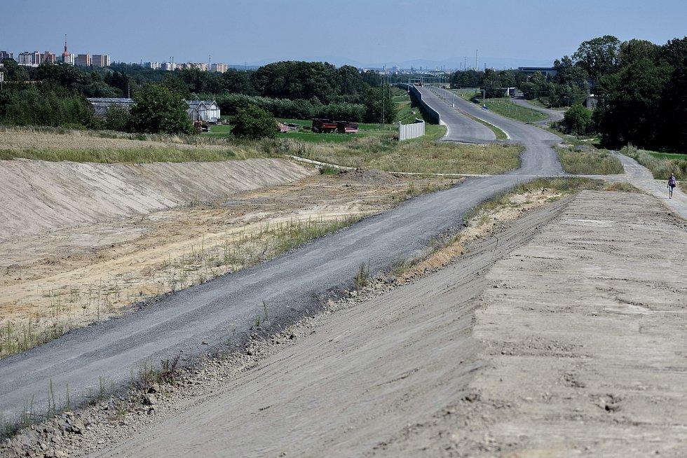 Nedostavěná část prodloužené Rudné ulice.