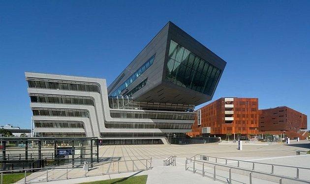 Vizualizace vzdělávacího centra Ekonomické fakulty univerzity Wirtschaftsuniversität ve Vídni od Zahy Hadid a Patrika Schumachera.