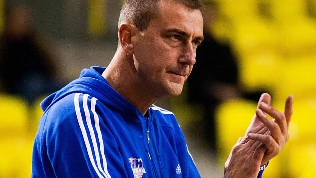 Dušan Medvecký si zahrál za reprezentaci, v lize má kompletní sbírku medailí, kterou získal také jako trenér Ostravy.