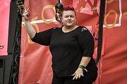 Hudební festival Colours of Ostrava 2018 v Dolní oblasti Vítkovice, 19. července 2018 v Ostravě. Na snímku Amber Galloway Gallego (USA) - tlumočnice hudebních koncertů do znakového jazyka.