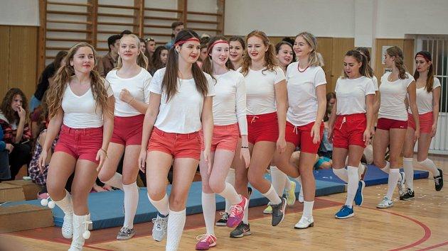 Retro na gymnáziu v Porubě