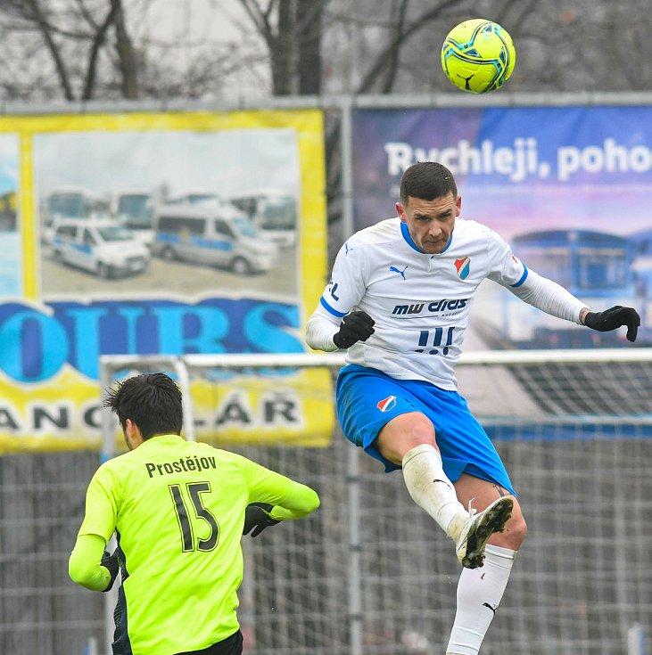 Fotbalisté Baníku Ostrava prohráli přípravné utkání s druholigovým Prostějovem 0:1. (6. ledna 2021, Ostrava). Na snímku Roman Potočný.