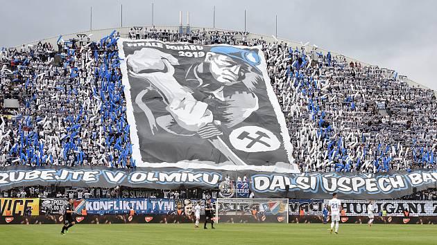 Fanoušci Baníku na severní tribuně Androva stadionu při finále MOL Cupu 2019.