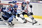 43. kolo hokejové extraligy mezi HC Vítkovice Ridera - HC Rytíři Kladno v Ostravě dne 2. února 2020. Na snímku (zleva) Marek Hovorka z Kladna a Alexandre Mallet z Vítkovic.