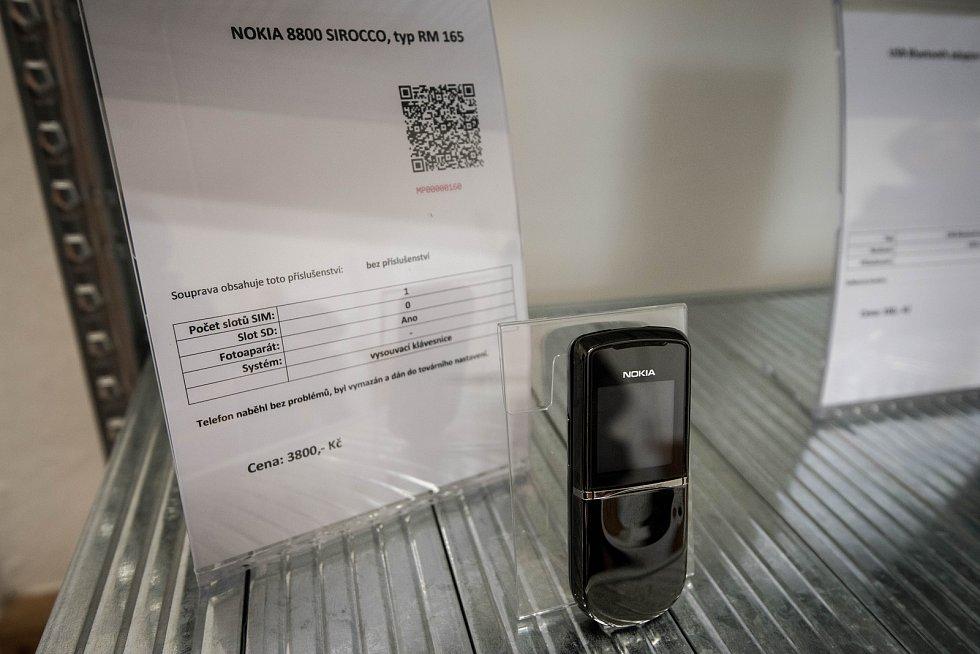 Policejní obchod, ve kterém lidé mohou zakoupit věci zajištěné policií v rámci trestního řízení, v Ostravě dne 25. května.