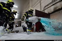 Celkem devět jednotek profesionálních a dobrovolných hasičů zasahovalo v pátek 23. dubna u požáru výrobní haly v Ostravě-Radvanicích.