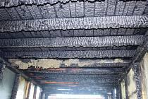 Muž do objektů vnikal například po vypáčení dveří. V některých případech založil požár.