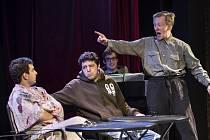 TŘI TYGŘI v Heligonce. Mladí ostravští herci Štěpán Kozub, Robin Ferro a Albert Čuba v akci.