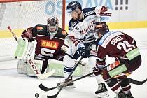 Utkání 22. kola hokejové extraligy: HC Vítkovice Ridera - HC Sparta Praha, 27. listopadu 2019 v Třinci. Na snímku (zleva) brankář Sparty Jakub Sedláček, Roberts Bukarts a Matůš Sukel.