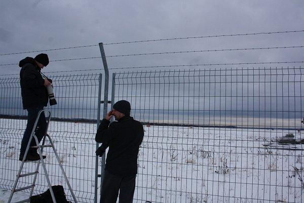 Ranní start AN-225Mrija si nenechalo vMošnově ujít několik desítek nadšenců.