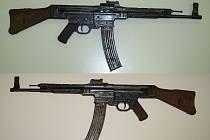 V rukou policistů skončila i útočná puška MP 44, kterou německá vojska začala používat ke konci 2. světové války.