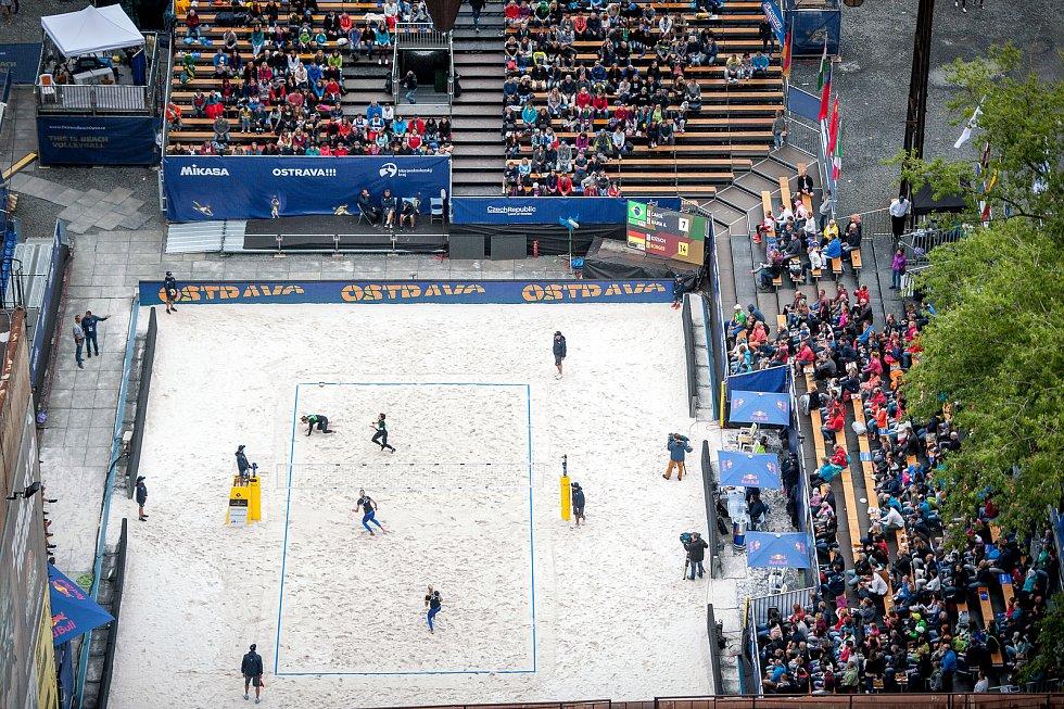 Turnaj Světového okruhu v plážovém volejbalu - zápasy play off, 23. června 2018 v Ostravě. Na snímku zápas Caros, Maria - Brazílie proti Kozuch, Borger - Německo.