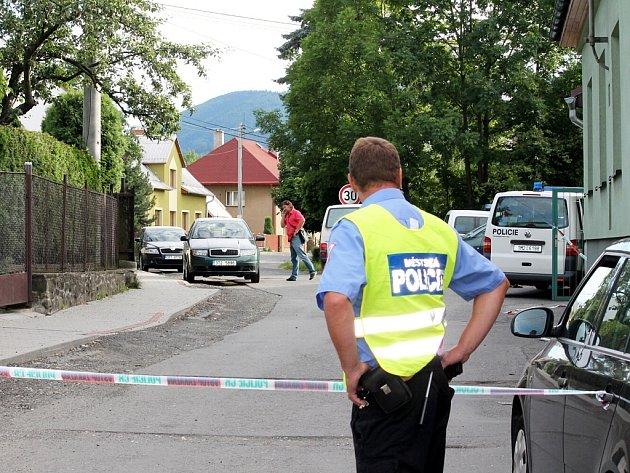V domě se zelenou fasádou v ulici Dráhy ve Frenštátě pod Radhoštěm našli v pondělí 9. července policisté tělo soudce Miloslava Studničky.