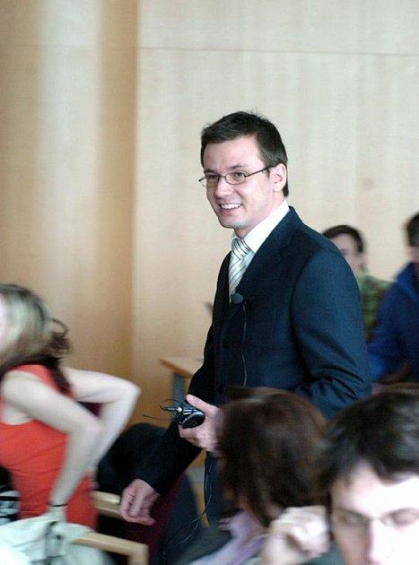 Ministr školství Ondřej Liška mezi studenty VŠB-TU v Ostravě