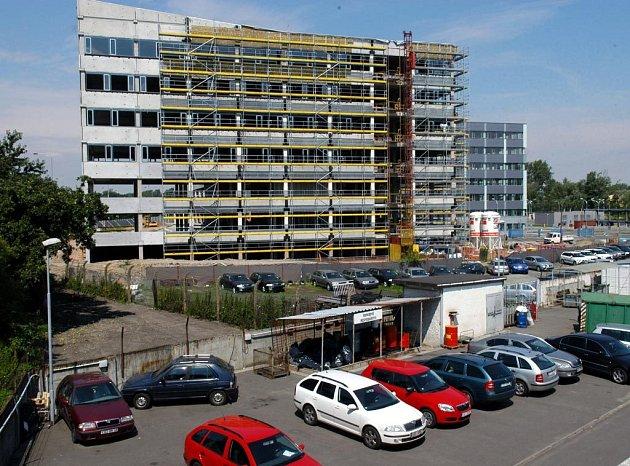 Kancelářský komplex Orchard na fifejdském sídlišti je jedním z prvních takřka hotových výsledků současného ostravského investičního boomu.