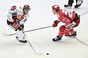 Utkání 9. kola hokejové extraligy: HC Oceláři Třinec - HC Sparta Praha, 12. října 2018 v Třinci. Na snímku (vlevo) Lukáš Pech a Martin Gernát.