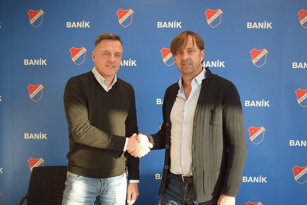 Trenér Luboš Kozel (vlevo) a Majitel Baníku Ostrava Václav Brabec na snímku z ledna 2020, kdy došlo k podpisu dlouhodobé smlouvy. Foto: FC Baník Ostrava