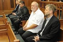 Pondělního soudního jednání v kauze neplatných mezinárodních šeků v hodnotě 850 milionů korun se zúčastnila jen část obžalovaných. Podnikatel Petr Kellovský nepřišel.