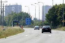 Bezhlučný asfalt položí v úseku mezi Feronou a sjezdem na Rudnou ulici. Opravy by měly být hotovy do konce září a vyžádají si 16 a půl milionu korun.