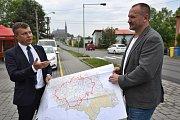 Náměstek hejtmana pro dopravu Jakub Unucka (vpravo) s ředitelem SS MSK Tomášem Böhmem.