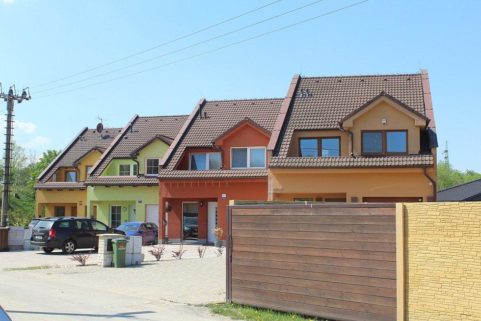 Řadové domy ve Spojné ulici.