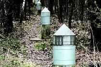 Plechové válce u paty měřické věže jsou vlastně takzvané Laplaceovy body, z nich se vycházelo při měření v dolech.