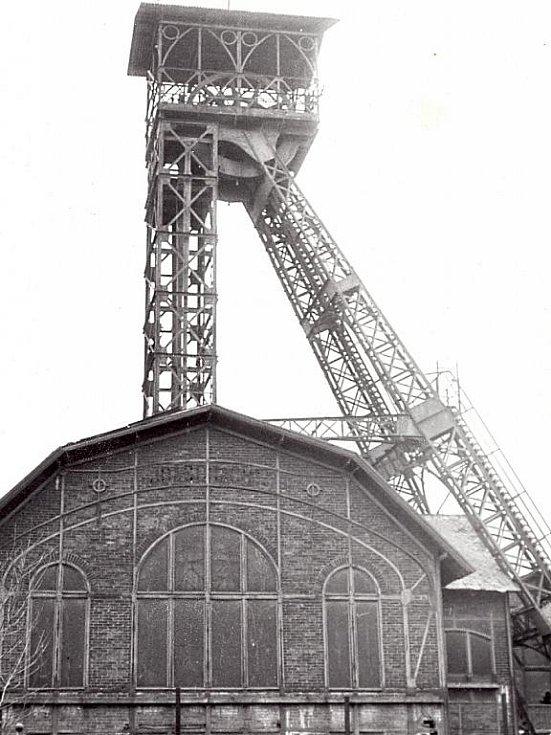 Těžní věž padla k zemi v dubnu 1977, deset let poté, co byla v Heřmanicích ukončena těžba uhlí.