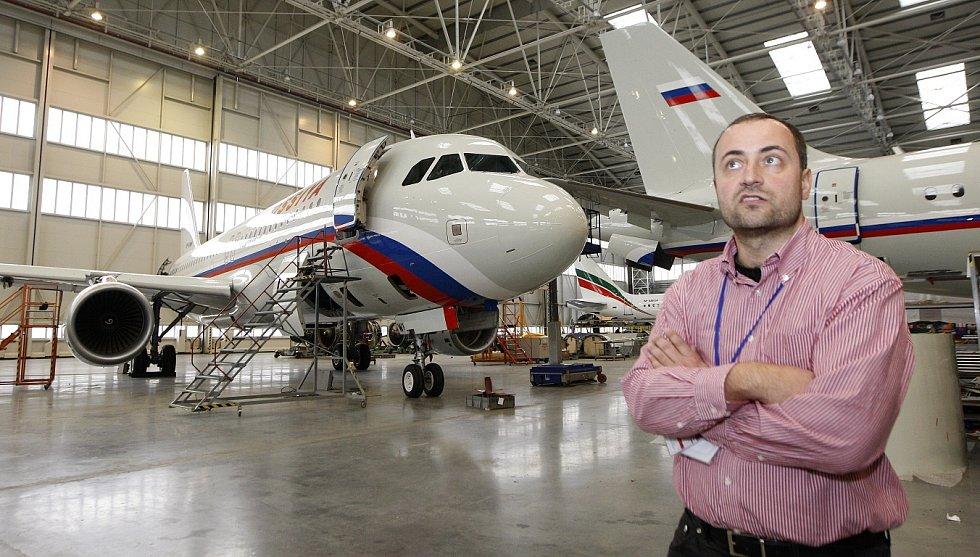 Letecký opravárenský závod Job Air Technic. Hangár, ve kterém se opravují velké boeingy a airbusy.