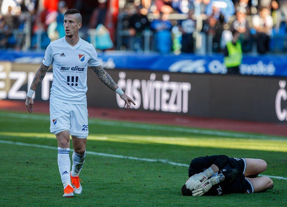 FC Baník Ostrava – SK Slavia Praha, vlevo Jiří Fleišman, vpravo Jan Laštůvka