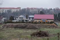 Soukromá protihluková bariéra poblíž silnice I/11 Rudná ve Svinově, 22. ledna 2020 v Ostravě.