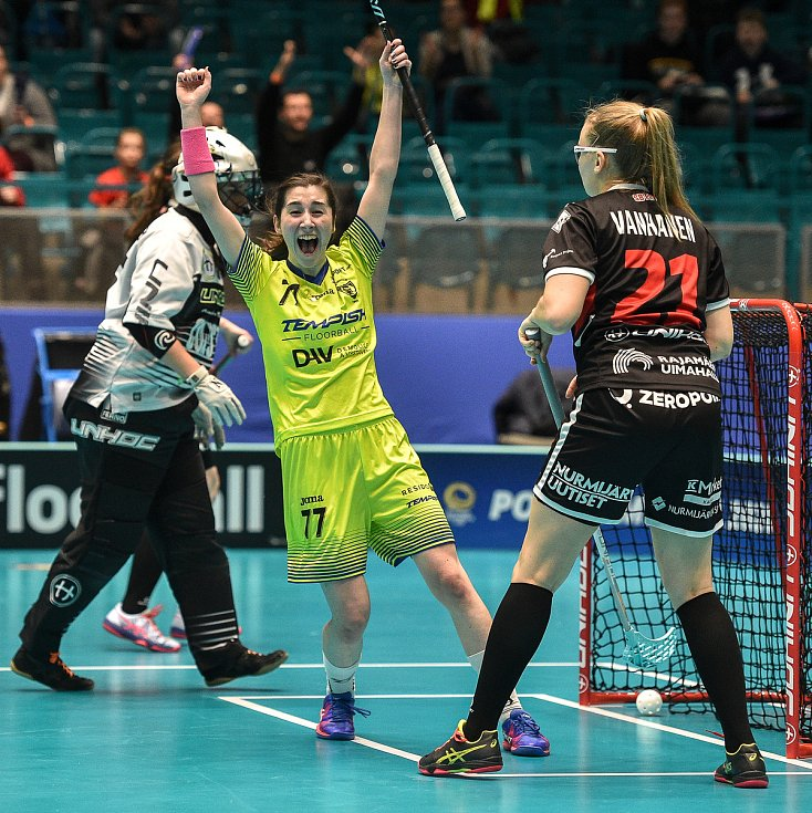 Pohár mistrů ve florbalu, o 3. místo (ženy): 1. SC Vítkovice - SB-Pro Nurmijarvi, 12. ledna 2020 v Ostravě. Na snímku (střed) radost hráčky Zuzana Krzywak.