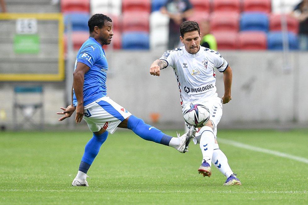 Přátelské utkání Górnik Zabrze - FC Baník Ostrava, 17. července 2021 v Zabrze (PL). Dyjan Carlos De Azevedo z Ostravy.