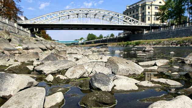 Současné průtoky v řekách v povodí Odry představují 10 až 15 procent dlouhodobých průměrů průtoků v tomto ročním období.